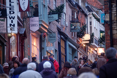 Crowds on Steep Hill, and the Market isn't even open yet!