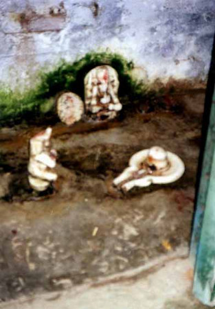 lingam court.vrndavan SHANKAR
