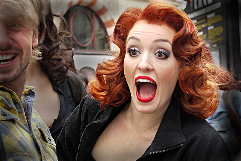 """VIVIEN CARTER, STARS AS VELMA KELLY IN THE LONDON VERSION OF """"CHICAGO""""- GREETING FANS- LEICESTER SQUARE, LONDON."""