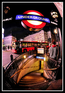 _DSC2943 PiccadillyTubeEntry#2