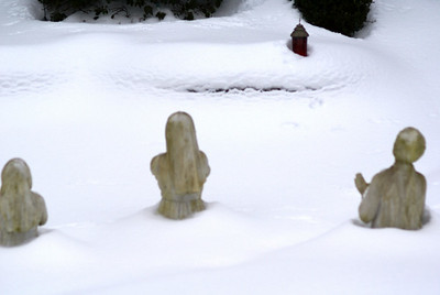 children praying to god in snow