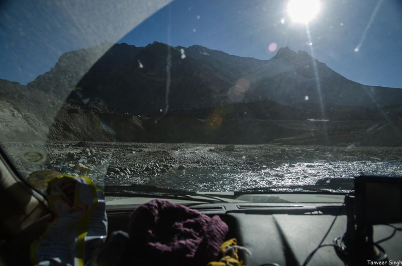 "Taken at Latitude/Longitude:32.824463/77.451287. 15.44 km South Kyonon Kashmir India <a href=""http://www.geonames.org/maps/google_32.824463_77.451287.html""> (Map link)</a>"
