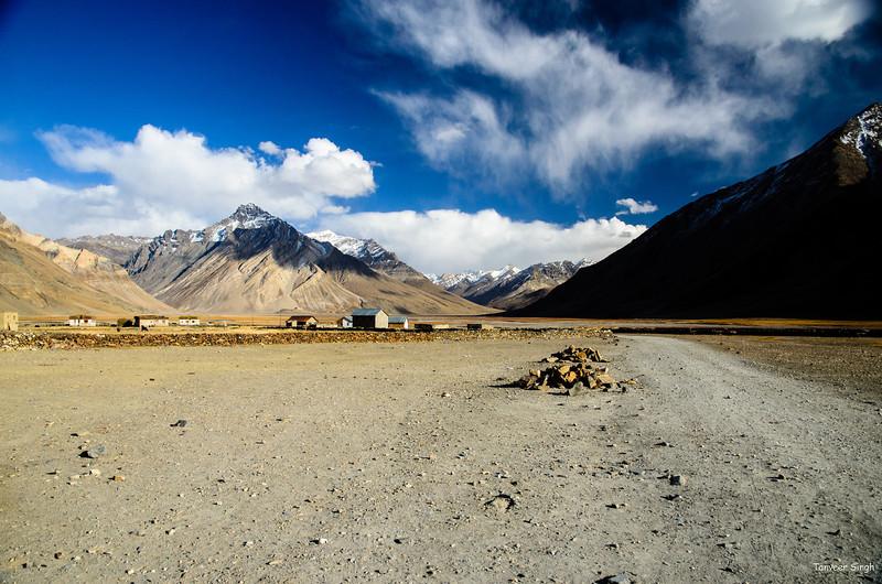 "Taken at Latitude/Longitude:34.055155/76.324138. 0.35 km West Zulidok Kashmir India <a href=""http://www.geonames.org/maps/google_34.055155_76.324138.html""> (Map link)</a>"