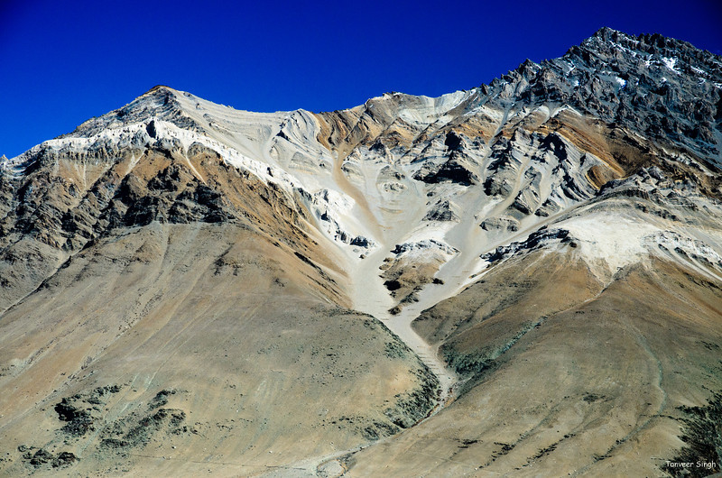"Taken at Latitude/Longitude:33.996813/76.375598. 4.51 km South Ringdom Gmpa Kashmir India <a href=""http://www.geonames.org/maps/google_33.996813_76.375598.html""> (Map link)</a>"