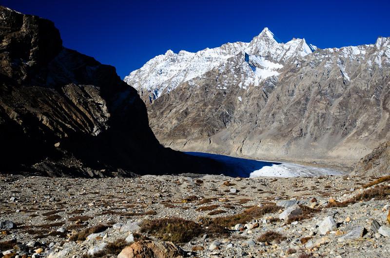 "Taken at Latitude/Longitude:33.847960/76.392093. 21.12 km South Ringdom Gmpa Kashmir India <a href=""http://www.geonames.org/maps/google_33.847960_76.392093.html""> (Map link)</a>"