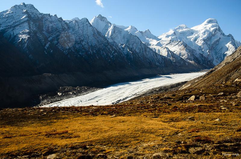 "Taken at Latitude/Longitude:33.855148/76.359500. 20.31 km South Ringdom Gmpa Kashmir India <a href=""http://www.geonames.org/maps/google_33.855148_76.359500.html""> (Map link)</a>"