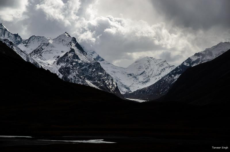"Taken at Latitude/Longitude:34.060077/76.200688. 4.03 km East Gulmatngo Kashmir India <a href=""http://www.geonames.org/maps/google_34.060077_76.200688.html""> (Map link)</a>"