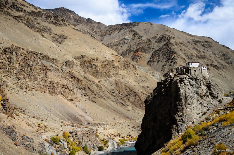 "Taken at Latitude/Longitude:33.397607/76.916350. 0.27 km East Burdun Gmpa Kashmir India <a href=""http://www.geonames.org/maps/google_33.397607_76.916350.html""> (Map link)</a>"