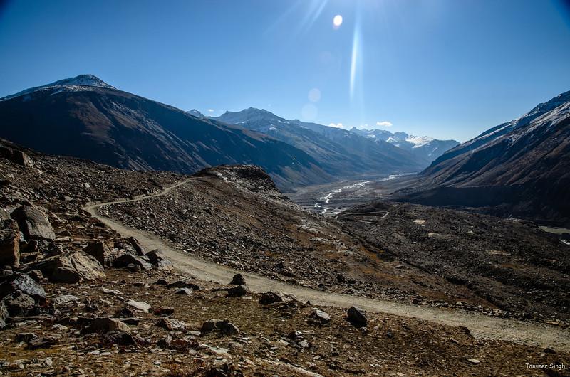 "Taken at Latitude/Longitude:33.853868/76.369187. 20.41 km South Ringdom Gmpa Kashmir India <a href=""http://www.geonames.org/maps/google_33.853868_76.369187.html""> (Map link)</a>"