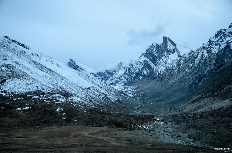 "Taken at Latitude/Longitude:33.874973/76.347743. 18.23 km South Ringdom Gmpa Kashmir India <a href=""http://www.geonames.org/maps/google_33.874973_76.347743.html""> (Map link)</a>"