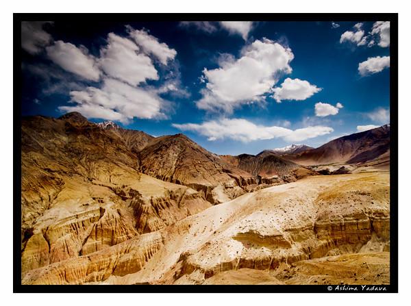 Descending Khardung La, the Highest Motorable Peak in the world!