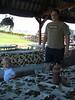 Marco jagt Timmy durch Weingarten