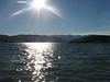 Idyllischer Lake Chelan mit Waldbrand (hinten rechts)