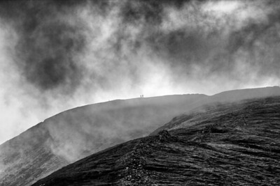 Robin & Gordon reach the summit of Grisedale as the mist descends