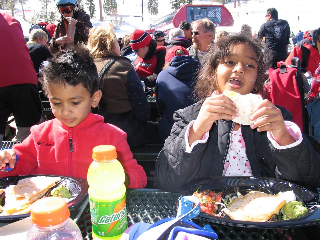 Lunchtime!  Quesadillas!   Mmmmmmm.....