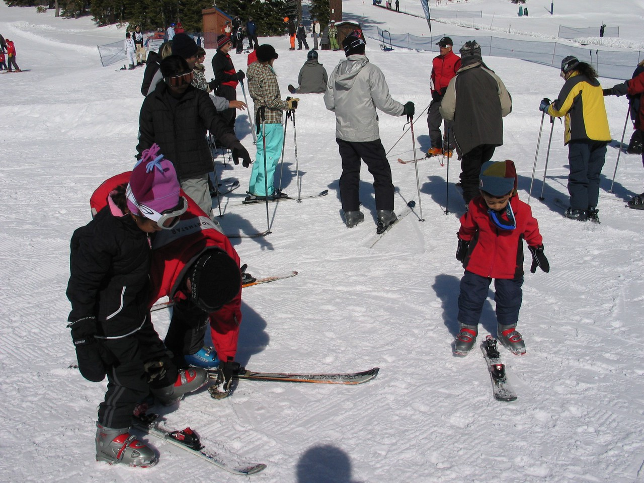 Resya and Rithik are trying on their skis for the first time!
