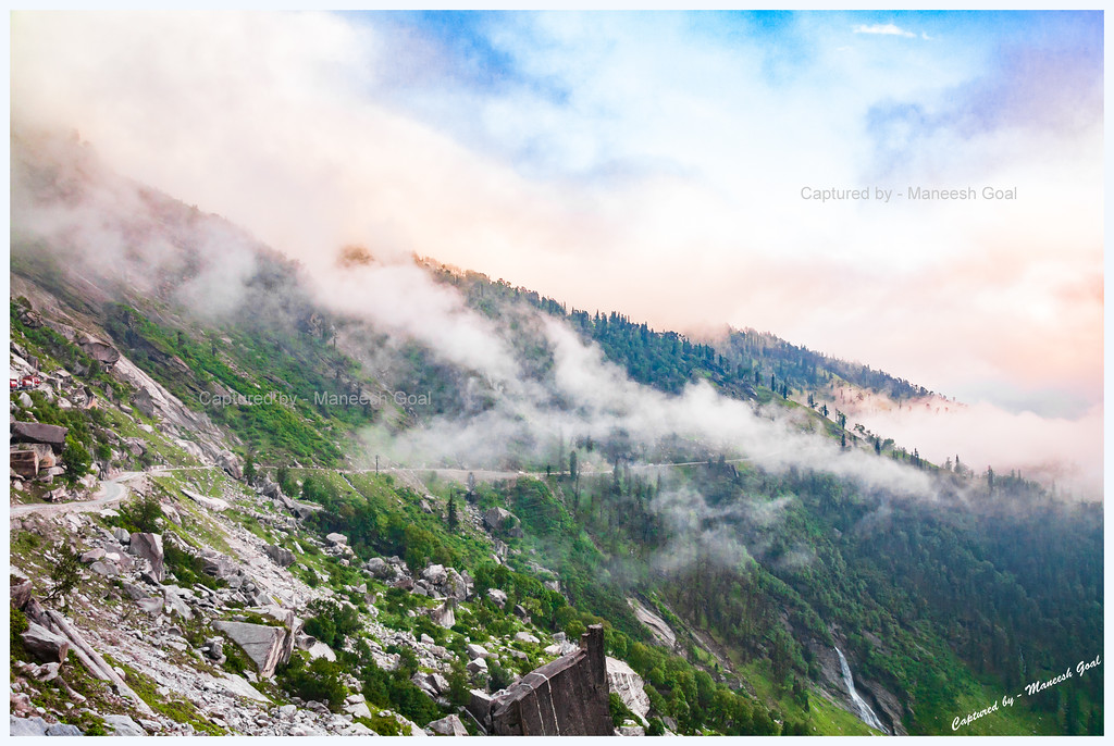 Draped in mist & clouds @ Manali