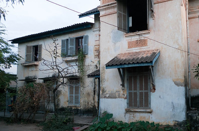 Vientiane: faded colonial house