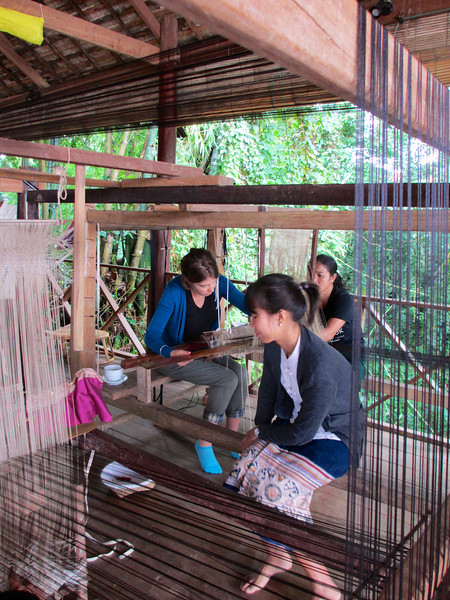 Weaving lessons for tourists