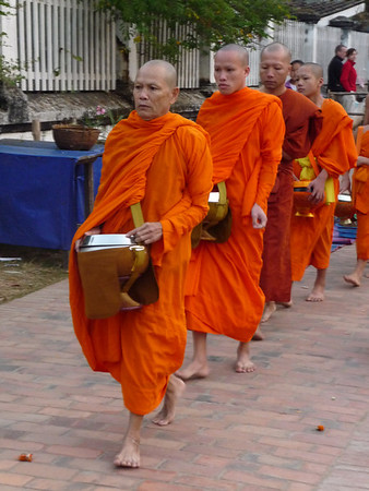Luang Prabang Tak Bat