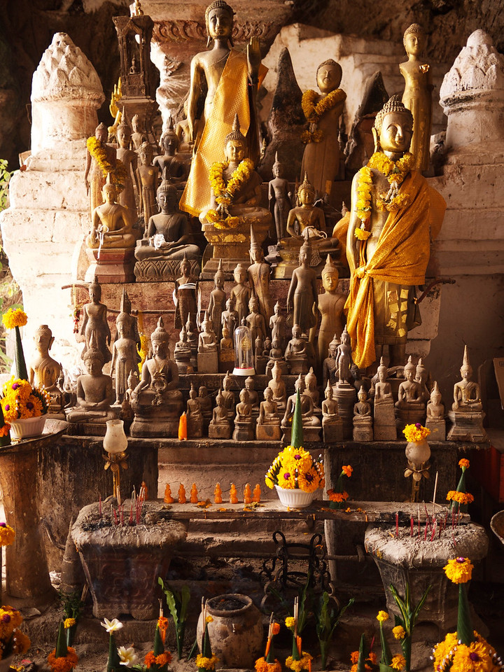 the cave is filled with buddhas