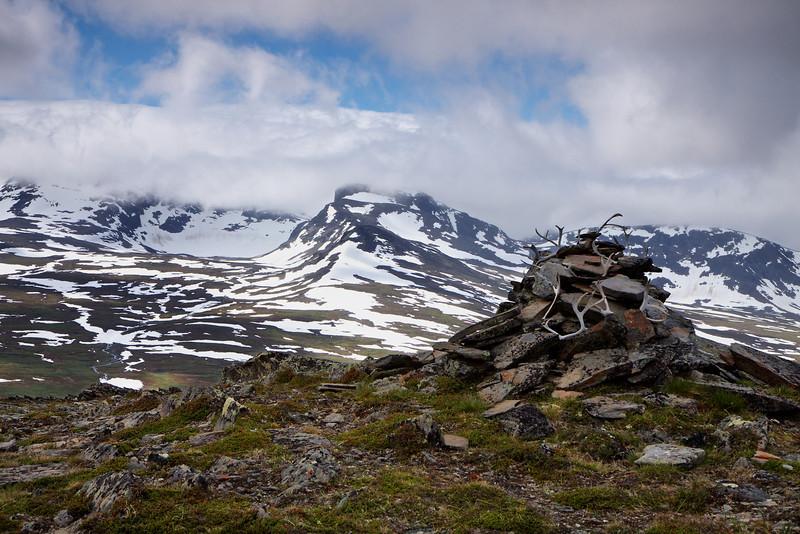 Mod östra syterglejtcheren og Norra Sytertoppen fra Skijrátjåhkka, 1110 m