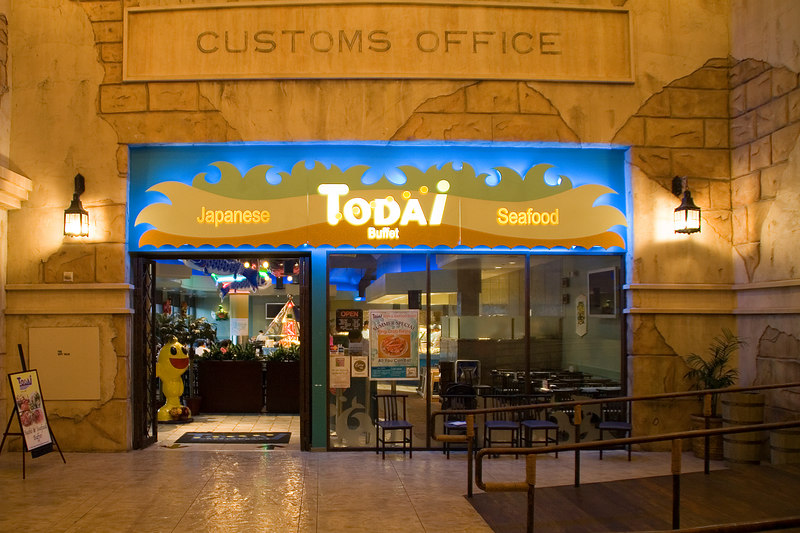 We had dinner at Todai, a Japanese seafood buffet in the Alladin hotel back on the strip.