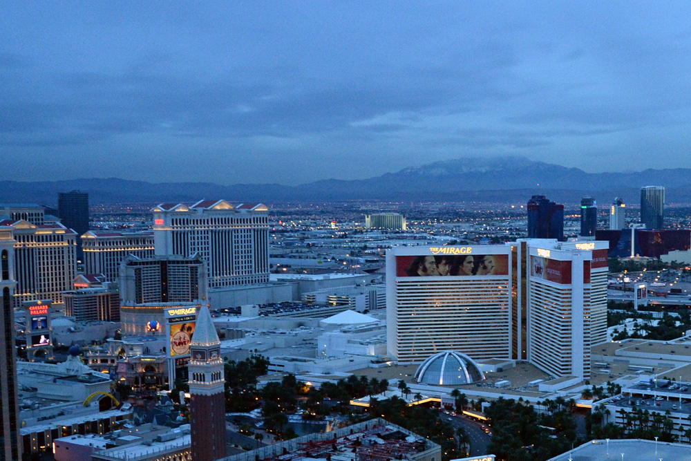 Vegas strip north dusk 02