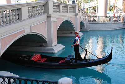 DSC_0565 - friendly gondolier at the Venetian and he didn't bump his head...