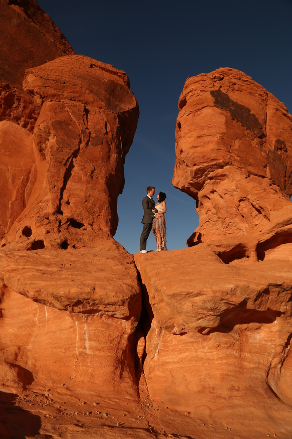 Valley of Fire Wedding in Las Vegas - learn to plan the perfect wedding in Las Vegas.