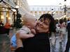 Auf dem Platz mit Oma
