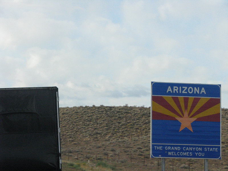 Cutting across the upper northeast corner of Arizona.