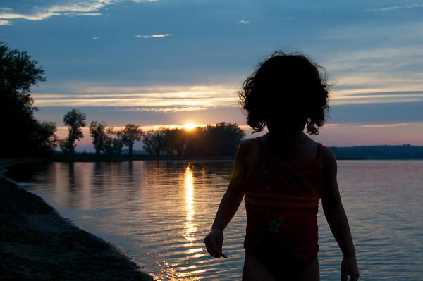 The sun goes down on sweet Cyane