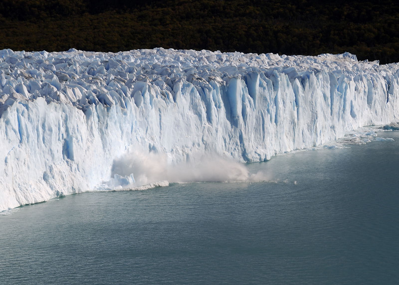 Glacier Moreno - ice break off