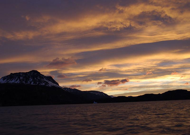 Lago Argentino - dawn breaks