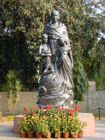 gandhi_statue_2