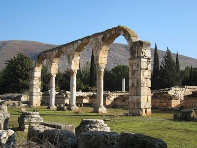 Columns at Aanjar