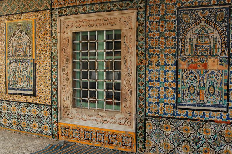 Tripoli: Gurgi Mosque, exterior tilework