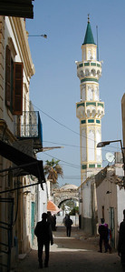 Tripoli: Gurgi Mosque, medina, with Arch of Marcus Aurelius in the distance
