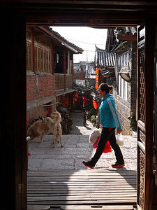 Shuhe - Sunlit streets