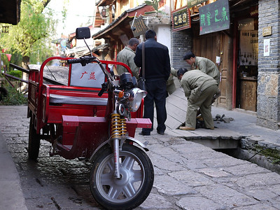 Shuhe - Typical utility trike seen in many rural locations. Electric ones available.