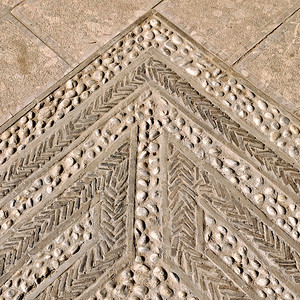 Shuhe - Floor patterns made from pebble and tile
