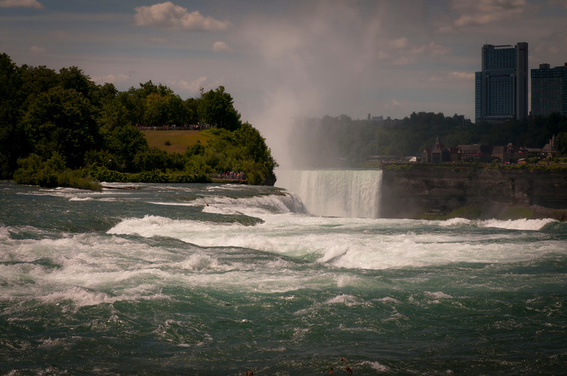 Yeah I know, you've seen a million pictures of Niagara Falls, but this was my first time there.  Deal with it. ;-)