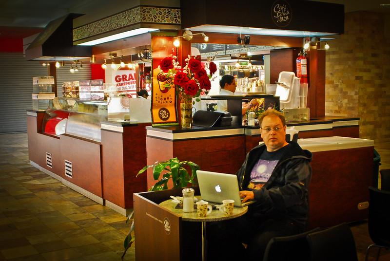 Espresso (4 S/. - 1 €) & free Wi-Fi @ Café de La Plaza - Real Plaza Centro Cívico - Lima<br /> <br /> Café sólo (4 S/. - 1 €) y Wi-Fi gratis en el Café de La Plaza - Real Plaza Centro Cívico - Lima<br /> <br /> Espresso (4 S/. - 1 €) en gratis Wi-Fi in Café de La Plaza - Real Plaza Centro Cívico - Lima<br /> <br /> Espresso (4 S/. - 1 €) et Wi-Fi gratuit au Café de La Plaza - Real Plaza Centro Cívico - Lima