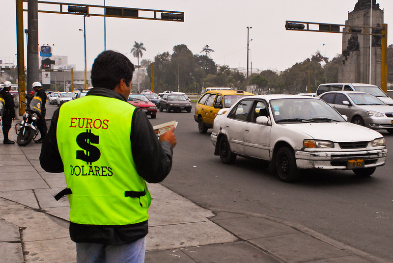 Money changer @ Plaza Grau, Lima.<br /> <br /> Cambista en Plaza Grau, Lima.<br /> <br /> Geldwisselaar op Plaza Grau, Lima.<br /> <br /> Changeur d'argent ambulant au bord de la Plaza Grau, Lima.