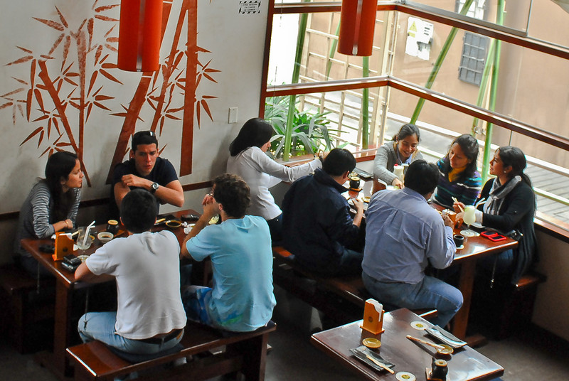 The young and happy - Edo Sushi Bar - San Isidro - Lima<br /> <br /> Jóvenes y felices - Edo Sushi Bar - San Isidro - Lima<br /> <br /> Jong en gelukkig - Edo Sushi Bar - San Isidro - Lima<br /> <br /> Les jeunes et heureux - Edo Sushi Bar - San Isidro - Lima