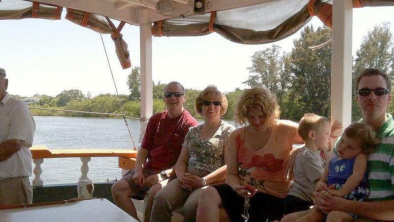 Linda and Bob come to visit. Tarpon Springs Sponge Diving Tour.