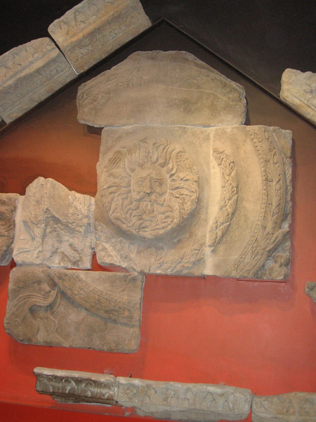 Roman pediment, Bqath