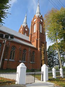 Restanten heidense symbolen bij kerk