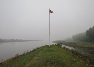 Litouwse vlag, andere oever Oblast Kaliningrad